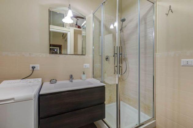 Cozy 2-bedroom furnished flat in Trastevere - image 12