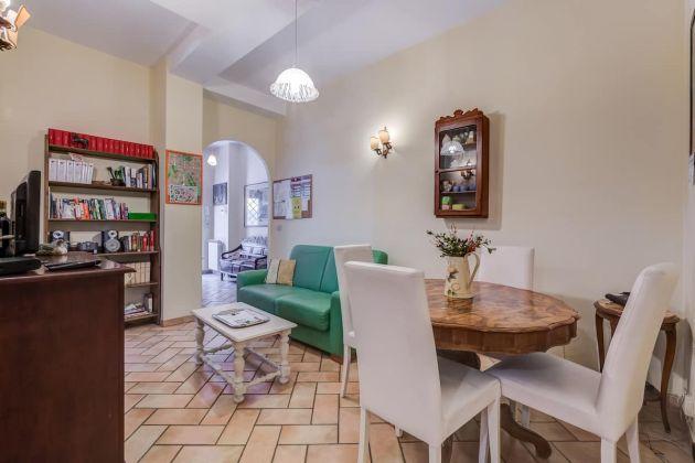 Cozy 2-bedroom furnished flat in Trastevere - image 4