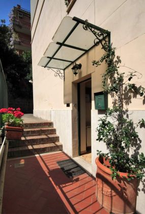 Cozy 2-bedroom furnished flat in Trastevere - image 6