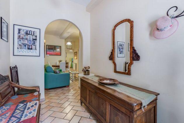 Cozy 2-bedroom furnished flat in Trastevere - image 1