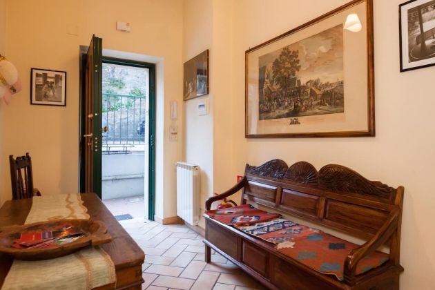 Cozy 2-bedroom furnished flat in Trastevere - image 3