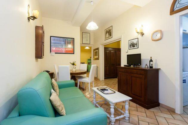 Cozy 2-bedroom furnished flat in Trastevere - image 5