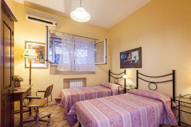 Cozy 2-bedroom furnished flat in Trastevere - image 11