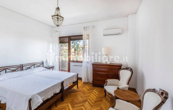 250m2 flat + Terrace with stunning view of St. Peter's Basilica! - image 6