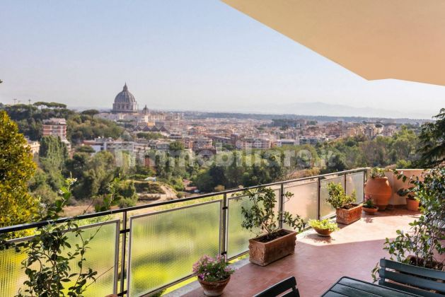 250m2 flat + Terrace with stunning view of St. Peter's Basilica! - image 1