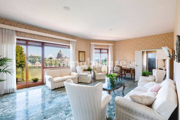 250m2 flat + Terrace with stunning view of St. Peter's Basilica! - image 3