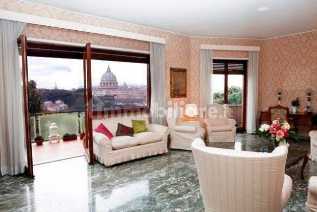 250m2 flat + Terrace with stunning view of St. Peter's Basilica! - image 4