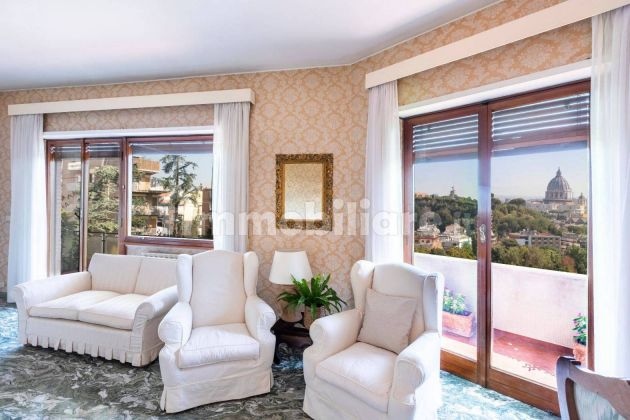 250m2 flat + Terrace with stunning view of St. Peter's Basilica! - image 5