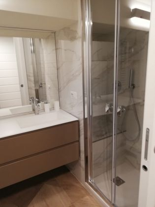 Elegant, remodeled 1-bedroom Trastevere - image 7