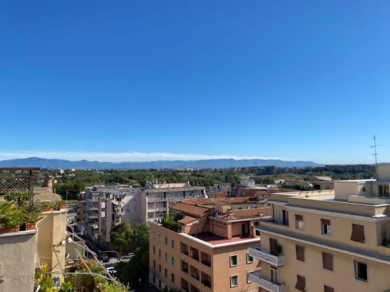 Piazza Bologna - super bright 2-bedroom penthouse - image 5