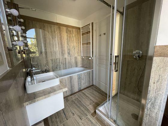 Parioli - amazing 3-bedroom remodeled flat - image 14