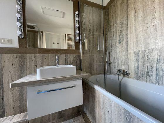 Parioli - amazing 3-bedroom remodeled flat - image 15