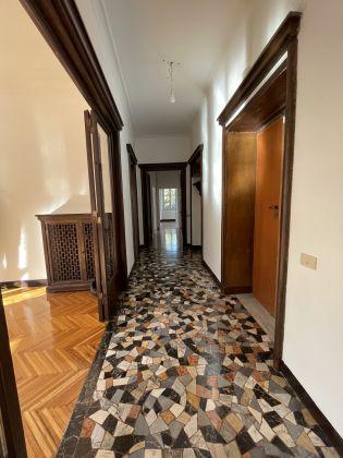 Parioli - amazing 3-bedroom remodeled flat - image 3