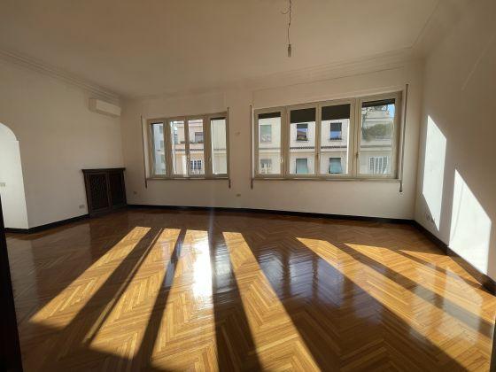 Parioli - amazing 3-bedroom remodeled flat - image 1