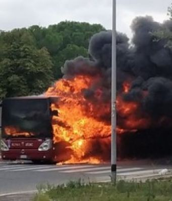 Rome bus on fire: number 24 this year