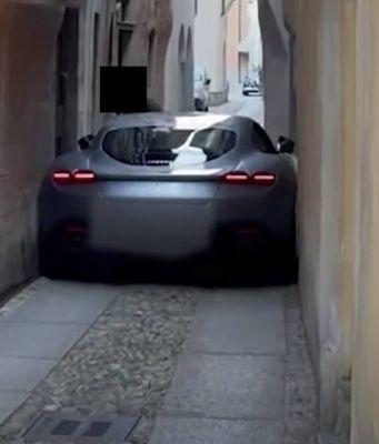 Ferrari 'Roma' gets stuck in narrow alley