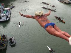 Rome's daredevil divers on New Year's Day