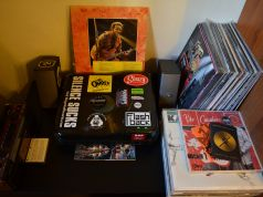 150 Vinyls, Deck Turntable, Bose Speakers