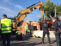 Rome police demolish villas of Casamonica clan
