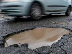 Army to fix Rome's potholed roads