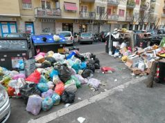 Reopening of Rome schools at risk over trash crisis