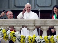 Pope calls for rebirth of Rome during visit to mayor