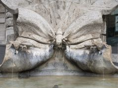 Tourist fined for getting into Bernini fountain in Rome