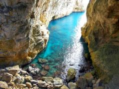 Montagna Spaccata: Gaeta's split sea cliff