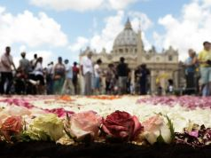 Carpet of flowers for Rome's patron saints