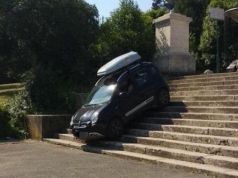 Motorist drives down Villa Borghese staircase