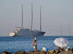 Superyacht comes to Rome coast