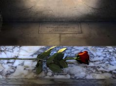 Rome remembers Raphael with roses in 2020