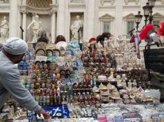 Rome moves souvenirs away from tourist sites