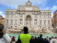 Rome: controversy over Trevi Fountain barrier