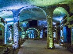 Coronavirus: Italy closes catacombs