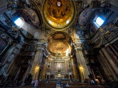 Coronavirus: Rome churches cancel Mass