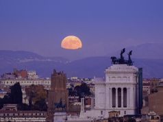 Supermoon over Rome: brightest full moon of 2020