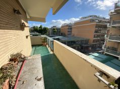 Bright, 2-bedroom flat in Ostia