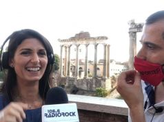 Rome mayor sings karaoke at Roman Forum