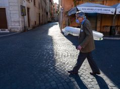 Covid-19: Doctors call for red zone across Italy