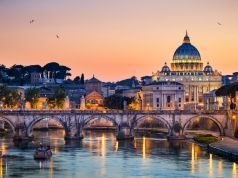 Rome unveils plan to ferry tourists up and down river Tiber on electric boats