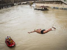 Rome's Mister OK keeps New Year's Day tradition alive with Tiber dive