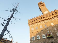 Dante sculpture in Florence likened to Rome's infamous Christmas tree