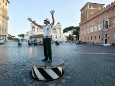 Rome sees return of traffic conductor's podium in Piazza Venezia