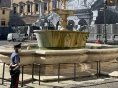 Tourists fined for bathing in historic Rome fountain