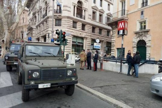 Soldier kills himself in Rome metro station