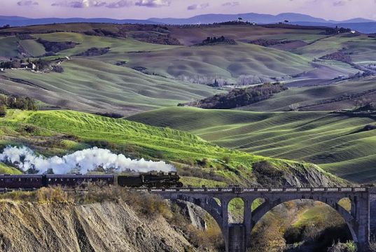 Exploring Tuscany by steam train