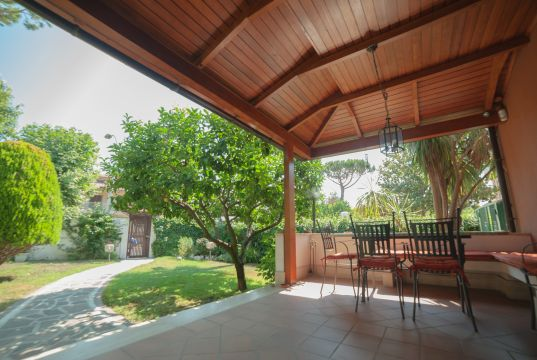 AXA Elegant and Fully Furnished Townhouse