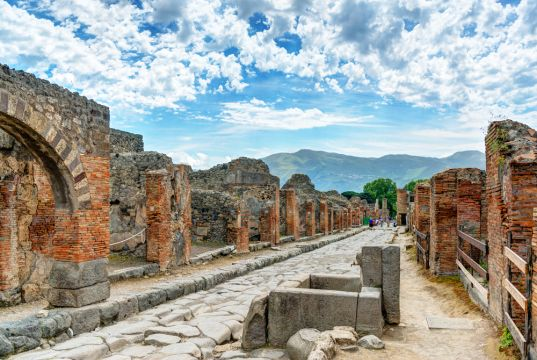 How to get to Pompei from Rome and back