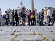 Tourists caught leaving Rome with illegal souvenirs